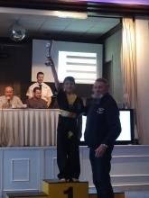 Dylan van Es ontvangt de Veelbelovend Talent Prijs Heren uit de handen van Istvan Imre Eek Sr.